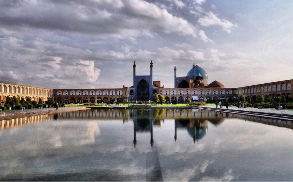 بازار میدان امام مرکز خرید صنایع دستی اصفهان